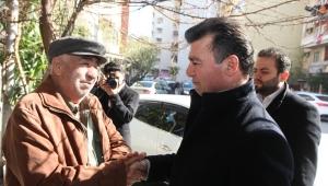 Meşrutiyet Mahallesi sakinleri Başkan Akın'ıı coşkuyla karşıladı.