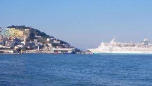 Kuşadası'na sezonun ikinci turist gemisi geldi