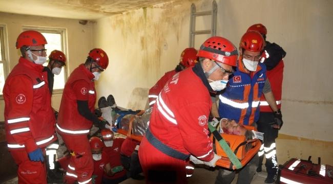 Aydın'da askeri helikopterin de katıldığı tatbikat nefes kesti