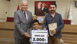 Başkan Atay, dünya ikincisi küçük piyanisti ödüllendirdi