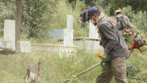 Efeler Belediyesi mezarlıkları düzenliyor