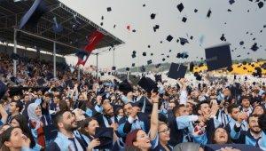 ADÜ 11 bin mezununu uğurladı