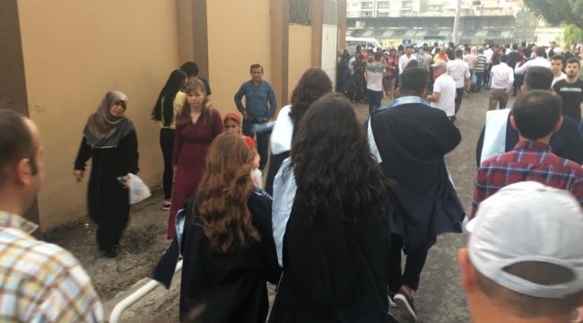 ADÜ'den mezun olanların törenine yağmur şoku..