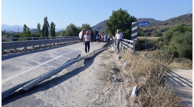 Karpuzlu'da kaza, yolda başka aracın olmaması faciayı önledi