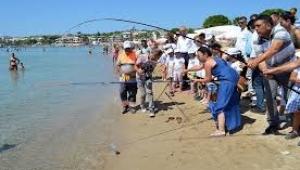 Didim'de denizlerin kirliliğine dikkat çekildi.