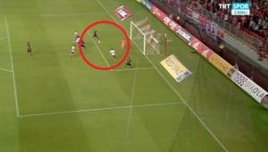 Bu gol nasıl kaçar..Robinho, Olympiakos maçında kaçırdığı golle yok artık dedirtti!