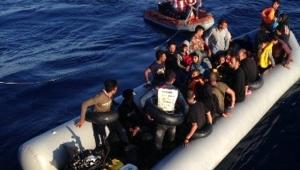 Kuşadası Körfezi'nde 49 kaçak göçmen yakalandı.
