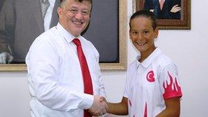 Türkiye şampiyonu olan 12 yaşındaki Beyza, Aydın'ı gururlandırdı