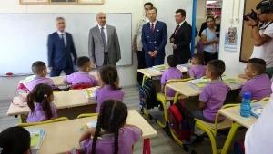 Aydın'da 180 bin öğrenci, dersbaşı yaptı.
