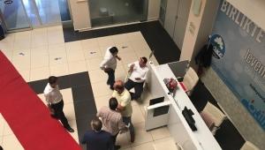 Çerçioğlu'nun sağ koluna genel merkez engeli..Akkentli belediye binasında başkanlık katılan alınmadı!