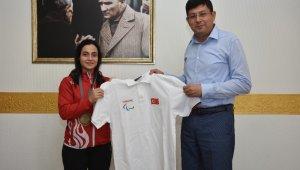 Milli Halterci Kentli'den Başkan Özcan'a ziyaret