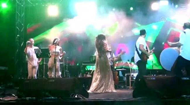 Ziynet Sali Kuşadası'nda konser verdi