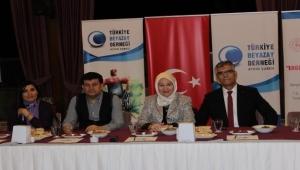 Aydın'da engelsiz kitap kahve projesinin destekçilerine teşekkür plaketi