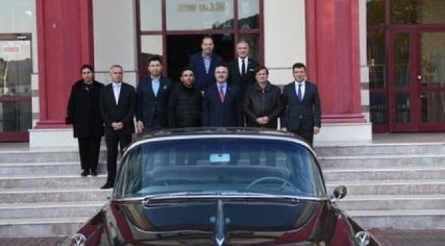 Merhum Başbakan Adnan Menderes'in makam aracı Aydın'a getirildi