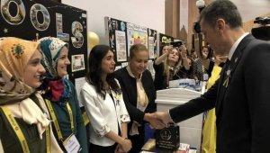 Bakan Selçuk'tan Didimli öğretmene başarı belgesi