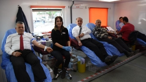 İncirliova Belediye Başkanı Aytekin Kaya, kan ve kök hücre bağışına destek