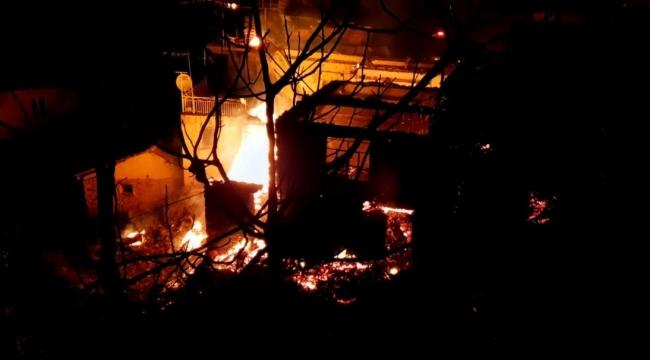 Nazilli'de büyük yangın 4 ev kül oldu