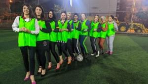 Topuklu Kadın futbolcular farkındalık yarattı