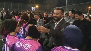 Rıdvan Eşin Aydın Basın Kadın Futbol Takımı'nı 8 Mart'ta yalnız bırakmadı.