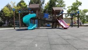 Efeler'de parklar artık güvenli anne-babaların gözü arkada kalmayacak