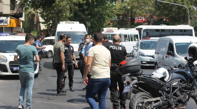 Aydın'da polislere otomobil çarptı: 2 yaralı