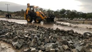 Buharkent'te etkili olan yağıştaki olumsuzluklara Büyükşehir ekipleri müdahale etti