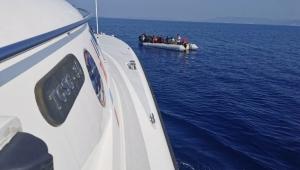Kuşadası Körfezi'nde Yunanistan'ın geri ittiği 40 düzensiz göçmen kurtarıldı