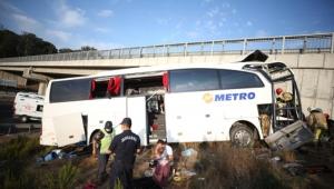 Yolcu otobüsükazayaptı 5 ölü 25 yaralı