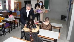 Kuşadası Belediyesi'nden 2 bin 200 öğrenciye Eğitime Destek Seti