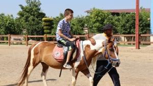 Özel çocuklardan Başkan Özcan'a sevgi seli