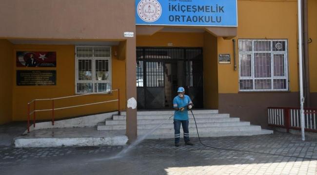Kuşadası'ndaki okullar her hafta dezenfekte ediliyor