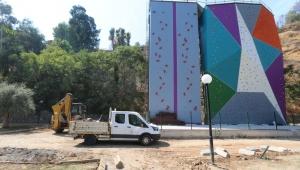 Tırmanma duvarına çevre düzenlemesi yapılıyor