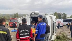 MHP toplantısına giden otobüs devrildi: Belediye başkan yardımcısı hayatını kaybetti